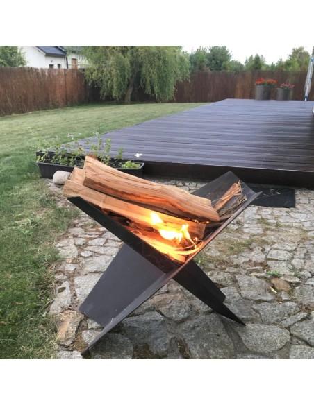 Ognisko w w palenisku ogrodowym Fire